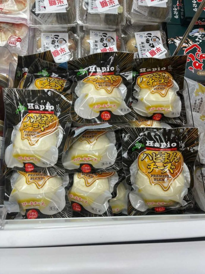 まるごと北海道雷門物産本舗で販売している濃厚なチーズが楽しめる「ハピまんチーズ」