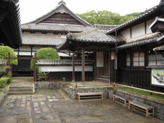 松浦史料博物館の外観
