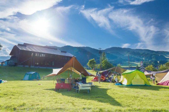 岐阜県「めいほう高原キャンプフィールド・バーベキューパーク」の芝サイト
