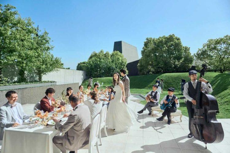 大阪府吹田市にある結婚式場「MIA・VIA」のガーデンパーティーの様子