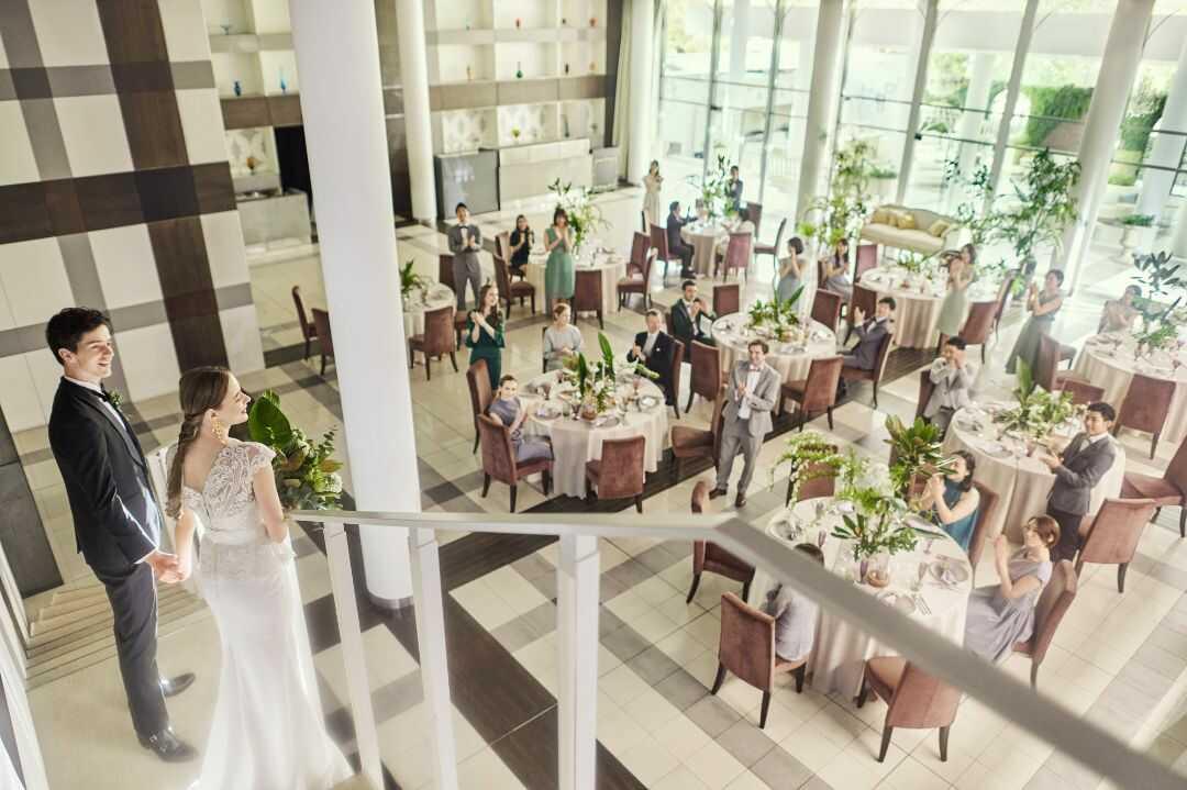 大阪府吹田市にある結婚式場「MIA・VIA」の階段演出イメージ