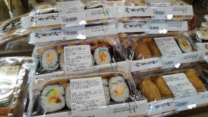 道の駅みかもで販売している太巻きやいなり寿司