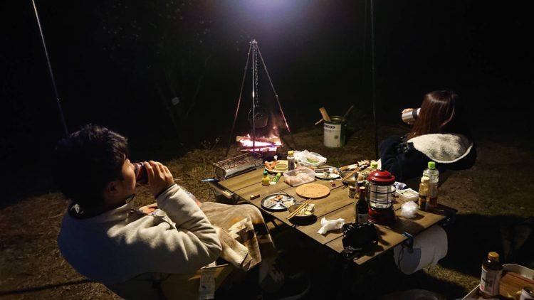 身延町みのぶ自然の里でキャンプを楽しむカップル