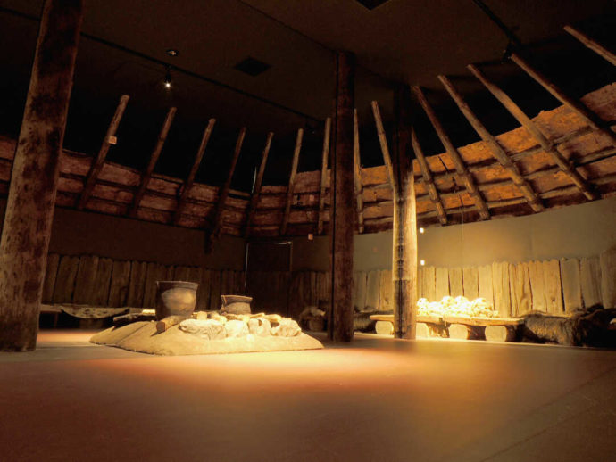 モヨロ貝塚館の復元住居