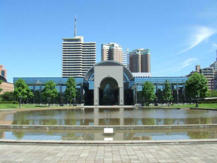 福岡市博物館の正面からの外観