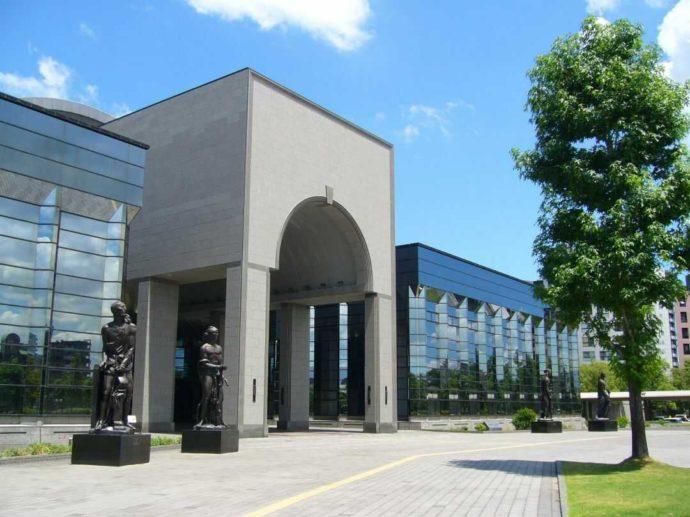 福岡県福岡市早良区にある福岡市博物館の外観