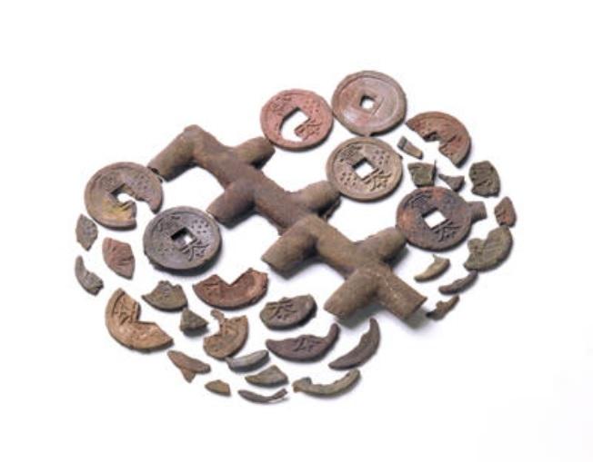 飛鳥池工房遺跡出土 富本銭と鋳棹