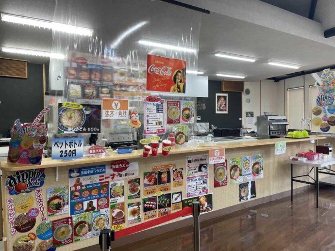 長崎県西海市にある「長崎バイオパーク」内でうどん、どんぶりなどが食べられる「キッチンニーナ」