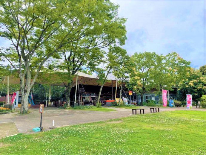 長崎県西海市にある「長崎バイオパーク」内の飲食店「ケーナ」外観