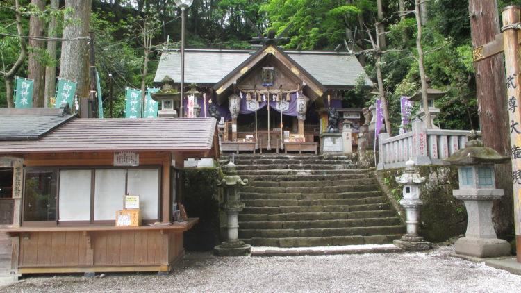縁結びや縁切りの神様で有名な中之嶽神社について