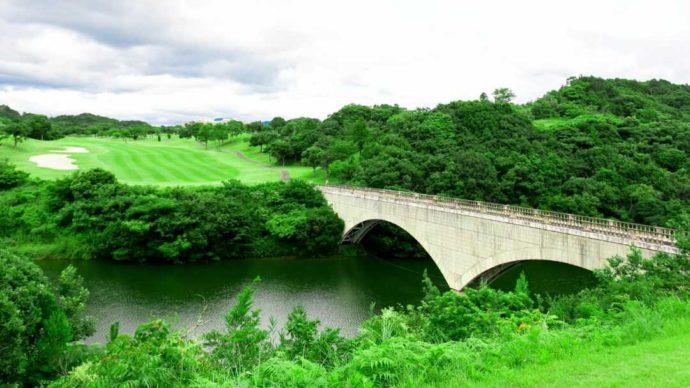 石橋が美しい南紀白浜ゴルフ倶楽部の5番コース