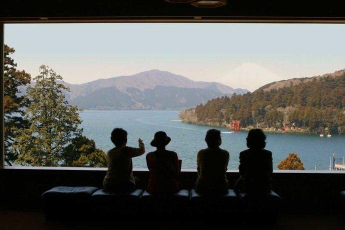 成川美術館の展望室からは芦ノ湖と富士山が一望できる