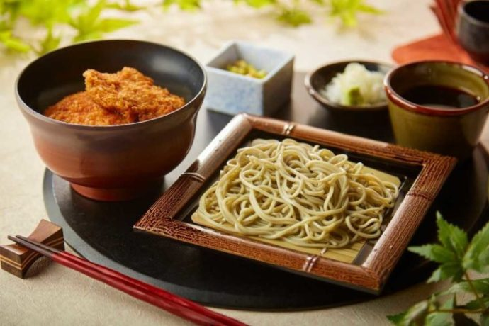 表参道・新潟館ネスパスでいただける佐渡産黒豚のタレカツ丼とミニへぎそばのセット