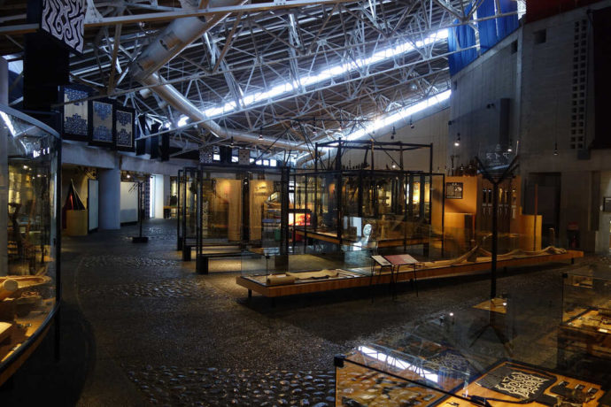 平取町立二風谷アイヌ文化博物館の内観