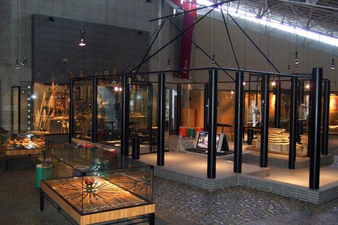 アイヌの文化が学べる平取町立二風谷アイヌ文化博物館の内観