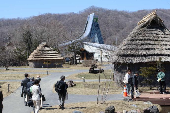 平取町立二風谷アイヌ文化博物館と二風谷コタン