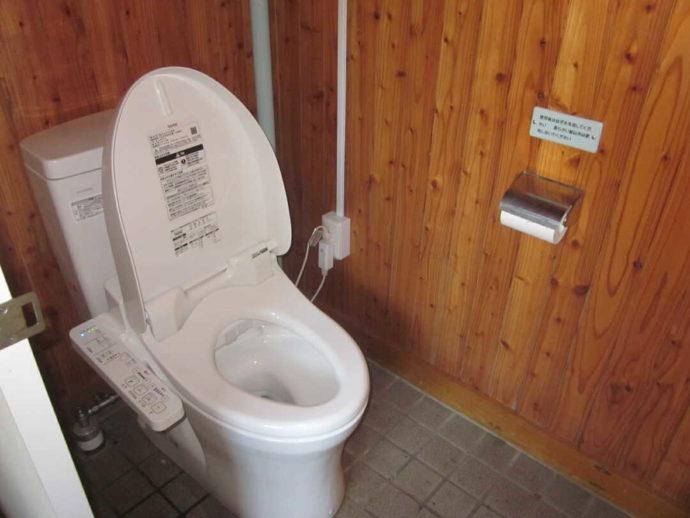 判官館森林公園キャンプ場トイレ内部