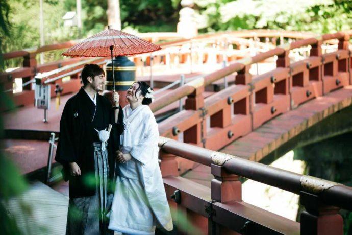 日光世界遺産ウエディングの「神橋幸せ渡り初め」の様子