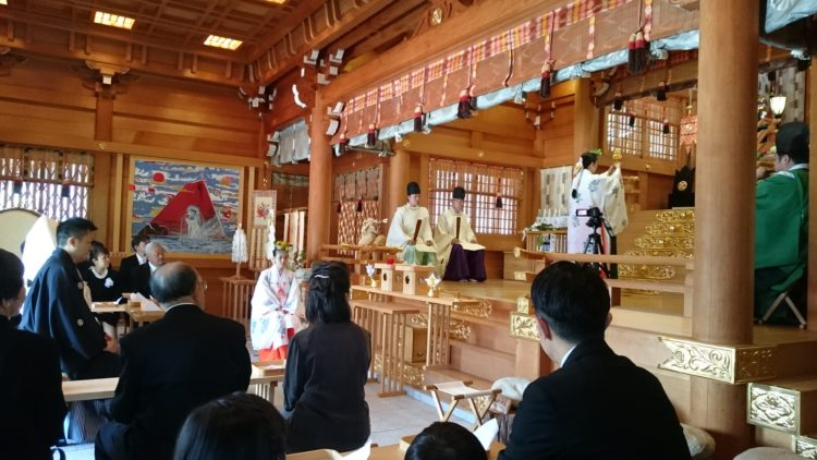 丹生川上神社上社の神前結婚式では実際にどのようなことを行うのでしょうか