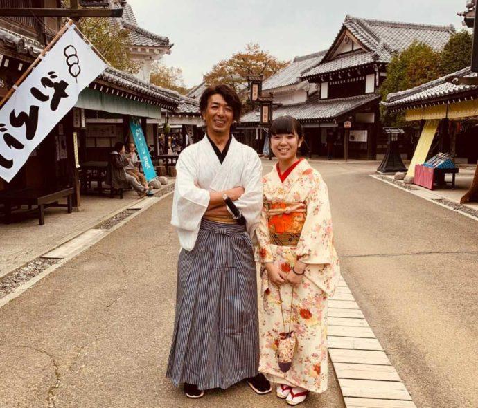 登別伊達時代村で侍と武家娘に着替えて幸せそうなカップル