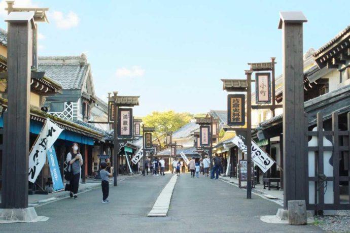 北海道登別市にある「登別伊達時代村」内の商家街