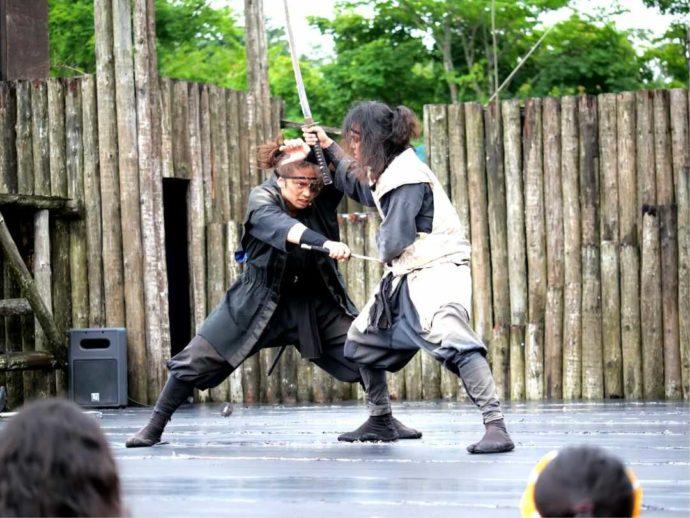 登別伊達時代村で人気の野外ショー「忍者砦」の一幕