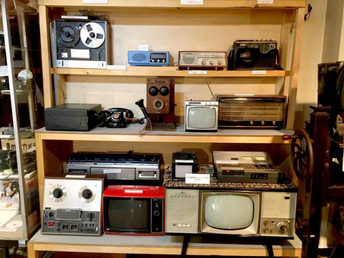 登別市郷土資料館に展示されているブラウン管テレビの写真