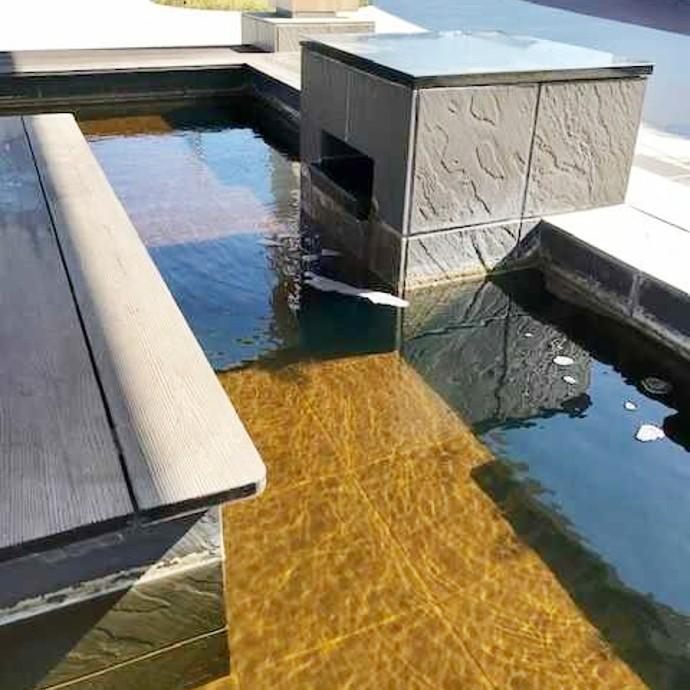 道の駅「のと千里浜」にある足湯を斜め上から見た様子