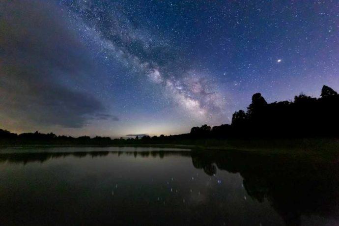 スタカ湖キャンプ場の天の川が綺麗な星空