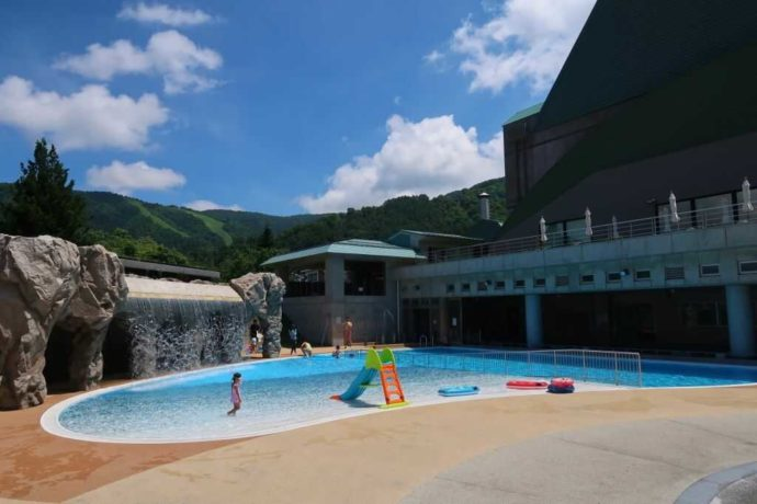 野沢温泉スパリーナの夏季限定プール