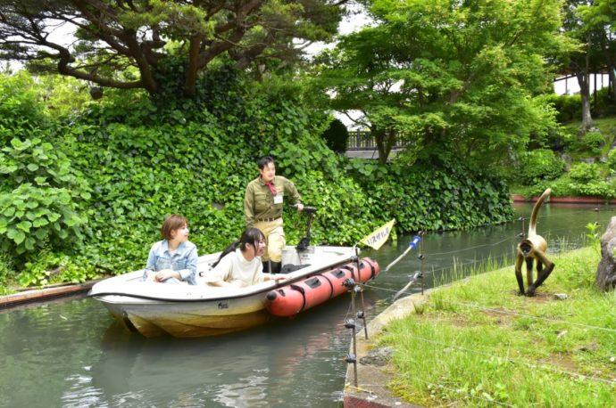 静岡県伊東市にある伊豆シャボテン動物公園のアニマルボートツアーズ
