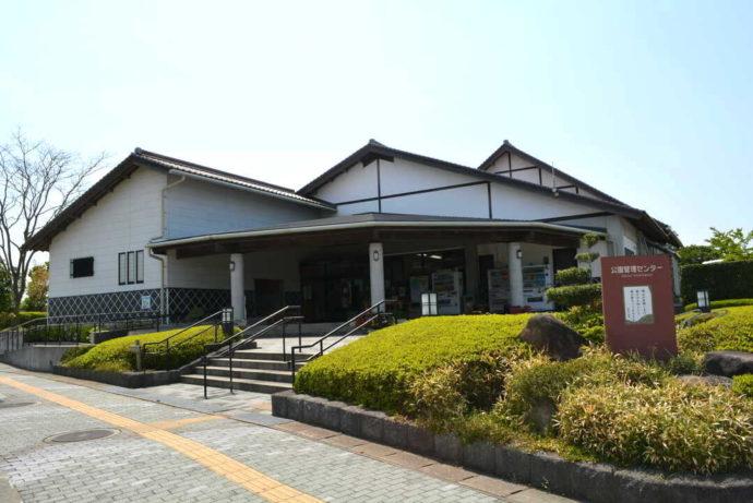 島根県益田市にある島根県立万葉公園オートキャンプ場の管理センター