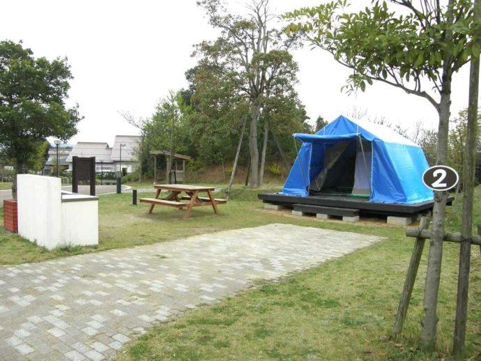島根県益田市にある島根県立万葉公園オートキャンプ場の常設テント