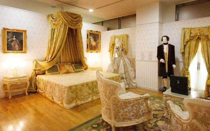 大分県別府市にある大分香りの博物館のロココサロンの展示風景