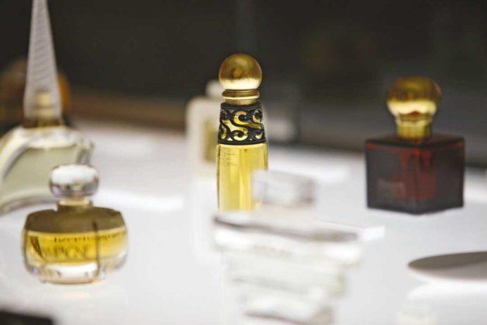 大分県別府市にある大分香りの博物館で展示されている香水瓶