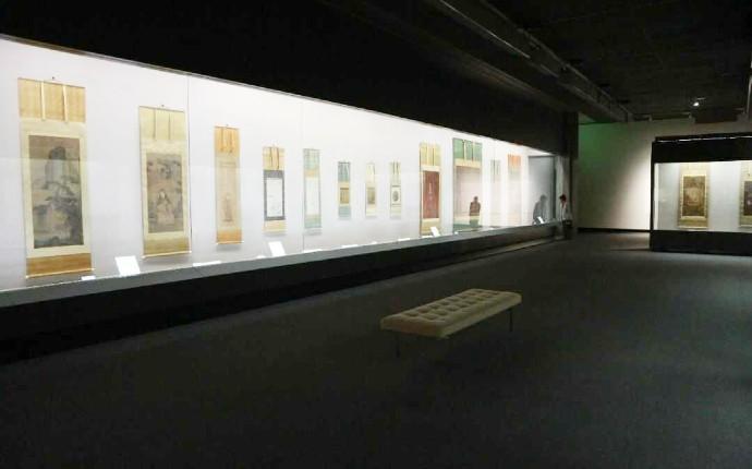岡山県立美術館の2階展示室展示風景