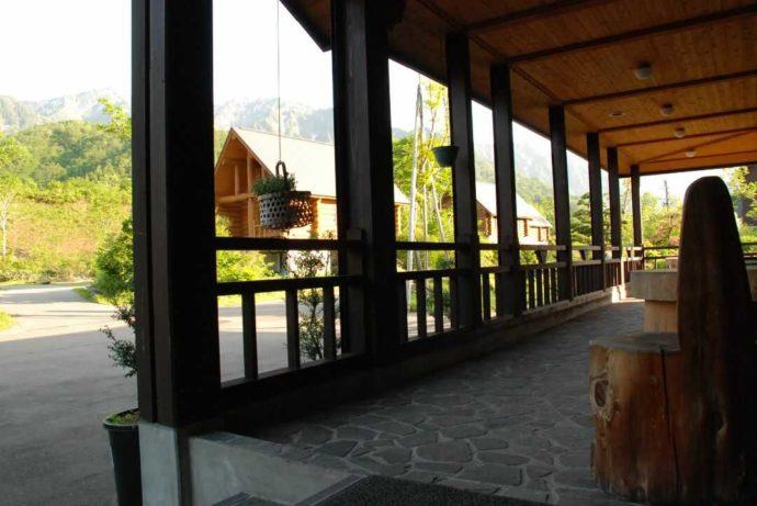 銀山平温泉 奥只見山荘の玄関テラス