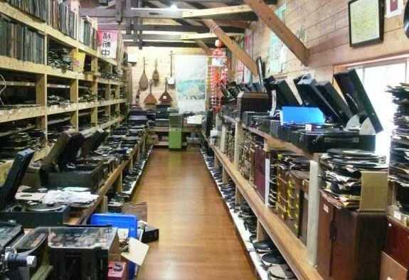 長崎県西海市にある音浴博物館のSP盤が1万枚展示されている部屋
