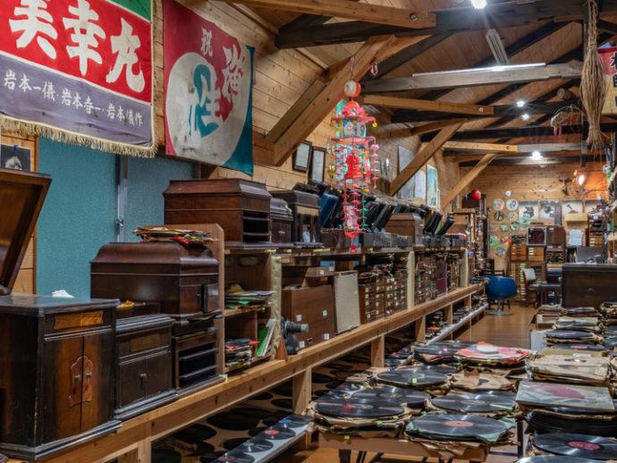 長崎県西海市にある音浴博物館の蓄音機の館