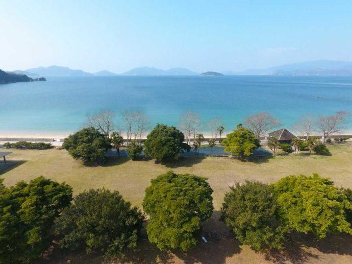 大串キャンプ場の海が目の前にあるキャンプ区画