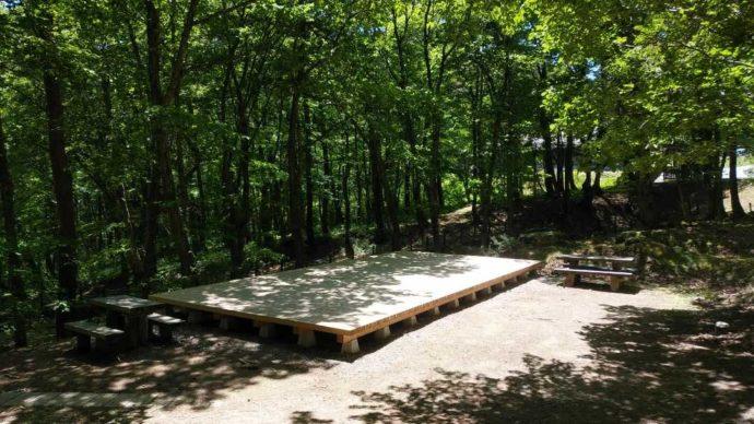 恐羅漢エコロジーキャンプ場の区画デッキ