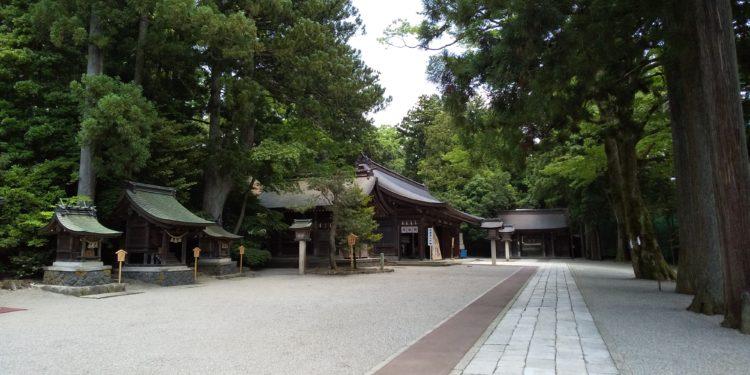 雄山神社前立社壇を訪れた際の見どころはどこですか