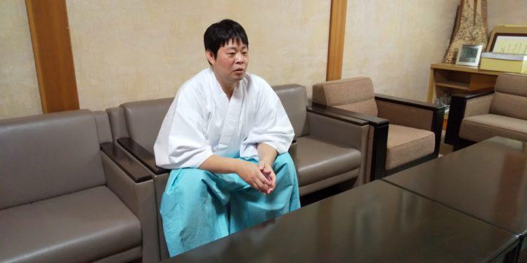 雄山神社前立社壇で神前結婚式を考えているカップルへメッセージ
