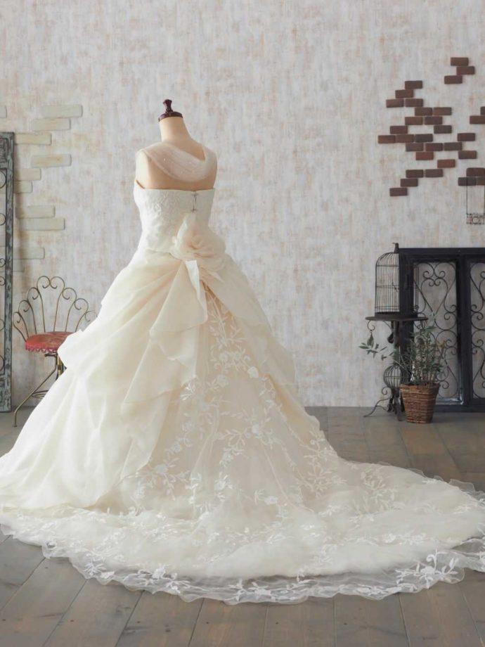 純白のウェディングドレス「ヴァンコーレ」11号