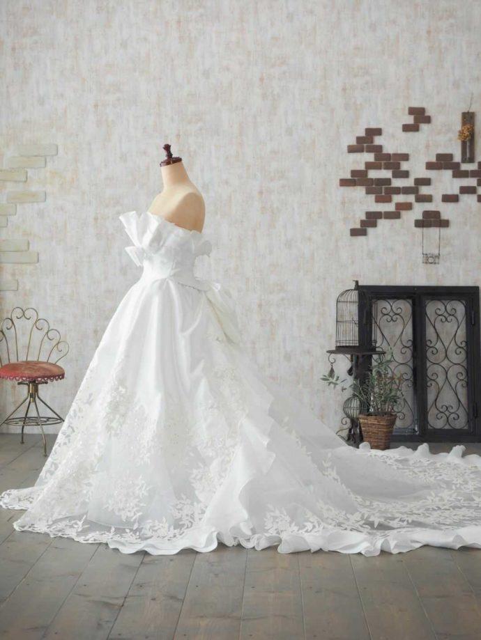 純白のウェディングドレス「Kuraudia」