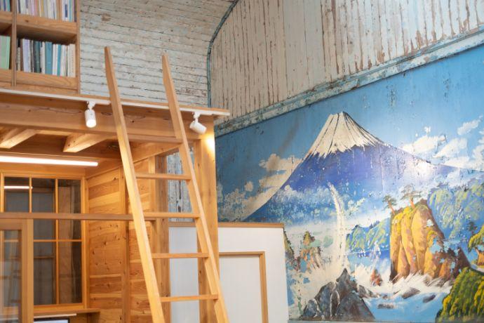 入谷駅近くにあるレボン快哉湯の富士山