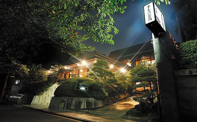 「京料理 六盛」の夜の外観