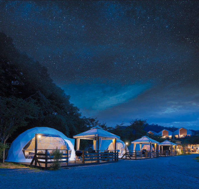 京都るり渓温泉 for REST RESORTの夜のドームテント