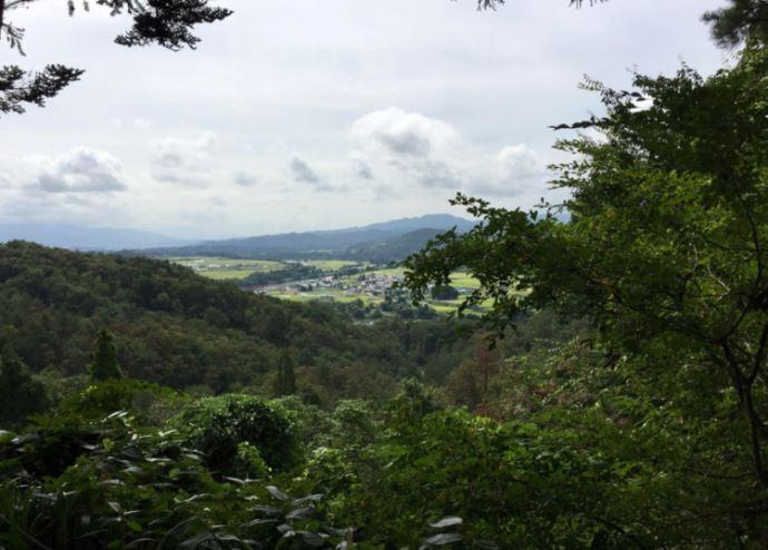 猿羽根山地蔵堂の峠道見どころスポット