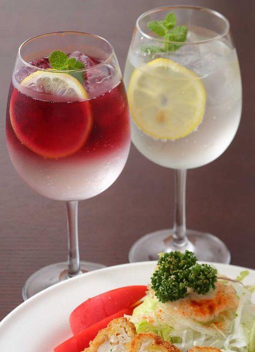 サラダの店サンチョ 伏見店の赤・白のワインカクテル